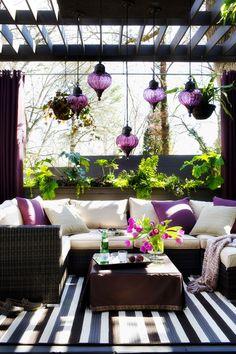 Outdoor Living - Love this comfy set up