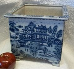Large square planter from www.bluewhitevases.com #blueandwhite #homedecor #porcelainplanter