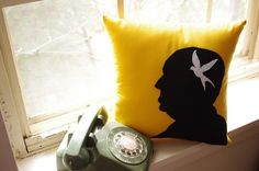 Alfred Hitchcock and bird pillow. Perfect for a rainy scary night. Hitchcock Film, Alfred Hitchcock, Halloween Raven, Halloween Themes, Funky Cushions, Bird Pillow, Picture Tiles, Bird Silhouette, Getting Cozy