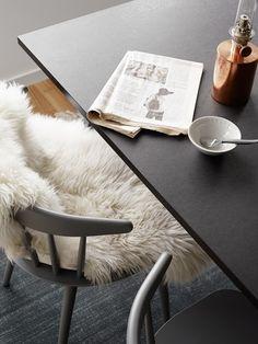i want a black table. BAD
