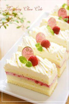 甘酸っぱいラズベリークリームのショートケーキに、濃厚チーズクリームをモンブラン口金で絞ったケーキです。