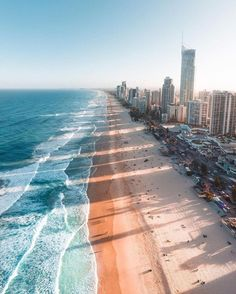 The stunning Surfers Paradise beach. If you come to the Gold Coast - you must go to Surfers Paradise! Gold Coast Australia, Queensland Australia, Australia Travel, Western Australia, Australia Beach, Australia Photos, Victoria Australia, Gold Coast Queensland, News Australia