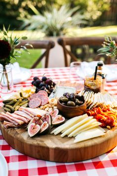 How to Host a Picture Perfect Pizza Party - The Defined Dish Crudite, Antipasto Platter, Pinwheel Appetizers, Holiday Appetizers, Wine And Pizza, Italian Party, Italian Theme, Make Your Own Pizza, Perfect Pizza