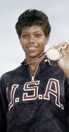 Famous African American Women, Famous African Americans, American Athletes, Female Athletes, Women Athletes, Women In History, Black History, Black Gazelles, Wilma Rudolph