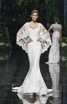 Modelo Lorraine realizado en chiffon y encaje. Desfile Elie Saab para Pronovias 2013. Barcelona Bridal Week.