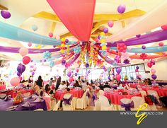 love this ceiling with balloons and streamers