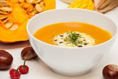 Thai Curry and Coconut Pumpkin Soup (no roasting but cooking the pumpkin with the peal) Asian Recipes, Healthy Recipes, Ethnic Recipes, Soup Recipes, Cooking Recipes, Coconut Curry Soup, Pumpkin Soup, How To Eat Paleo, Gourmet