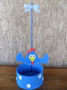 Enfeite para mesa de convidados galinha Pintadinha. Feito de eva. Produto artesanal. O enfeite da foto está com pega balão, se preferir pode usar sem.