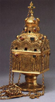Thurible, The Moscow Kremlin workshops. 1598. Gold, precious stones, stones.  chasing, niello. Height: 25 cm, width of the side: 10,2 cm. The contribution of Irene Dolgorukya to the Kremlin Archangel's Cathedral