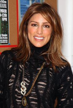 Love her hair Jennifer Esposito Blue Bloods, Medium Bob Hairstyles, Jennifer Connelly, Pure Beauty, Best Actress, Hot Actresses, Dimples, Most Beautiful Women, Her Hair