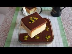 Bugün bir kere tadına bakınca favori tatlınız olacak bir tatlı tarifi ile sizinleyiz. Bu tarifte kullanacağımız ana malzemeler irmik ve çikolata. İrmiğin çikolata ile uyumunu tadınca anlayacaksınız. Tiramisu, Cheesecake, Food And Drink, Ethnic Recipes, Youtube, Deserts, Kitchens, Cheesecakes