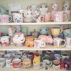 Find images and videos about style, vintage and disney on We Heart It - the app to get lost in what you love. Disney Coffee Mugs, Cute Coffee Mugs, Cool Mugs, Coffee Cup, Casa Disney, Disney Rooms, Disney Merch, Pretty Mugs, Starbucks Logo