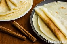 Recipe for savory and sweet crêpes. With photographs, tips and suggestions for tasting. French Toast Bread Pudding, French Crepes, Something Different For Dinner, How To Make Crepe, Crepe Recipes, Drying Herbs, Bon Appetit, Gluten Free Recipes, Snacks