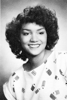 Wow I'm really loving this picture of Halle Berry before Hollywood. She truly looks like a black actress. Halle Berry, Celebrities Then And Now, Young Celebrities, Celebs, Celebrity Yearbook Photos, Celebrity Pictures, Yearbook Pictures, Kingsman, Hollywood Stars