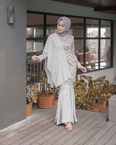 36 New Ideas For Party Graduation Outfit – – – Hijab Fashion 2020 Kebaya Dress, Dress Pesta, Muslim Fashion, Hijab Fashion, Fashion Dresses, Kebaya Modern Hijab, Dress Brokat Modern, Muslimah Wedding Dress, Hijab Dress Party