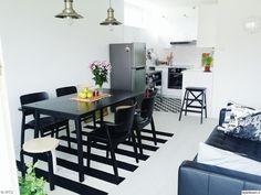 olohuone,ruokailutila,ruokaryhmä,mustavalkoinen,ruokahuone,ruokailuryhmä,musta,valkoinen,ruokapöytä,ruokatuolit,sohva,avokeittiö,moderni,minimalistinen,tyylikäs