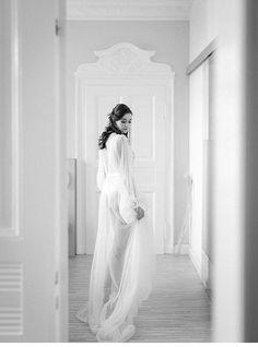 Fine Art Bridal Boudoir in Mint and Peach von Vivid Symphony Bridal Boudoir Photos, Bridal Boudoir Photography, Bridal Session, Bridal Shoot, Bridal Portraits, Delicate Wedding Dress, Wedding Blog, Wedding Ideas, Glamour Photo