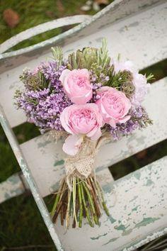 Fleurs pour un bouquet de mariée au printemps