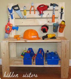 Childrens tool bench - 18 Amazing DIY Gifts for Kids Christmas Gifts For Boys, Handmade Christmas Gifts, Gifts For Kids, Diy Christmas, Homemade Christmas, Pallet Projects, Diy Projects, Pallet Crafts, Ideias Diy