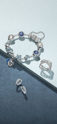 Northern lights and frosted delights, dance under skies of the brightest stars. Jewel colours gleam in kaleidoscopes; icy tones are serenity frozen in time. PANDORA´s new collection is out! Enjoy the beautiful shimmering sterling silver pieces of the season.