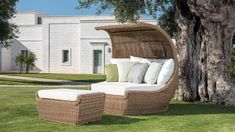 Luxurious Outdoor Rattan Furniture Design From Roberti Rattan Outdoor Furniture, Outdoor Furniture Design, Home Decor Furniture, Christmas Of Many Colors, Garden Sofa, Outdoor Living, Outdoor Decor, House Design, Luxury