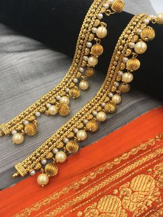 Buy the latest collection of Gold & Silver Payal Designs Online. Here you can find wide range of simple and fancy designer payal & jewelry Indian Wedding Jewelry, Indian Jewelry, Bridal Jewelry, Gold Jewellery, Anklet Designs, Necklace Designs, Silver Anklets Designs, Silver Payal, Ankle Jewelry