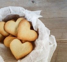 Small easy shortbread- Petits sablés faciles Recipe – Small Shortbread – Rated by Internet users - Desserts With Biscuits, Köstliche Desserts, Dessert Recipes, Shortbread, Cinnamon Apple Chips, Protein Fruit, Speed Foods, Cooking Time, Crack Crackers