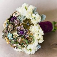 Brooch and Flower Wedding Bouquet....whenever I do get married I WILL make one of these:>