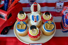 Boy's Royal Birthday Bash cupcakes www.spaceshipsandlaserbeams.com