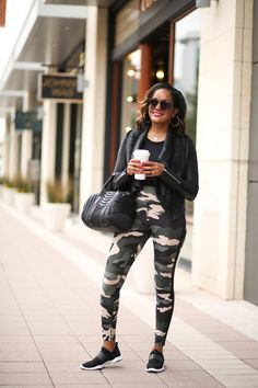 Athleisure wear is a mom on the go best friend. I mean, who can pass up the chance to look stylish in a pair of yoga pants? Check out my athleisure look! Cute Comfy Outfits, Stylish Outfits, Winter Fashion Outfits, Fall Outfits, Night Outfits, Look Legging, Retro Outfits, Streetwear Fashion, Aesthetic Clothes