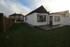 TO LET   A STUNNING 3 BEDROOM BUNGALOW  Rainham Essex   For further details or to book a viewing follow the link below or call 01708554659  http://www.smartmove-property-services.co.uk/mobile/property-search~action=print,pid=302
