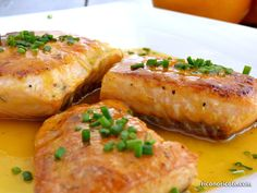 Salmón a la naranja - Rico no, ricote Salmon Recipes, Fish Recipes, My Recipes, Cooking Recipes, Recipies, Salmon En Salsa, Fast Easy Meals, Tasty, Yummy Food