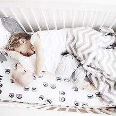 "M A A R T J E på Instagram: ""Cuddling on Blue Monday ✔️ @prenatal_nl #prenatalblog #loveprenatal"""