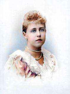 Regina Maria a fost, întreaga viaţă, o mare iubitoare a cu Old Pictures, Romania, Queens, Royalty, Chokers, Ellis Island, Descendants, Vintage, History