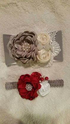 This Pin was discovered by fe. Flower Girl Headbands, Vintage Headbands, Baby Girl Headbands, Baby Bows, Flores Shabby Chic, Shabby Chic Flowers, Satin Flowers, Flowers In Hair, Fabric Flowers