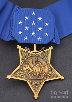 Close-up of the Medal of Honor award Canvas Art - Stocktrek Images x Us Military Medals, Military Awards, Military Orders, Us Army Badges, Us Navy Uniforms, Military Decorations, Medal Of Honor Recipients, Character And Setting, Military Fashion