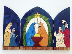 Pesebre en tríptico Christmas Window Display, Christmas Nativity, Christmas Art, Xmas, Stained Glass Quilt, Stained Glass Projects, Stained Glass Patterns, Diy Christmas Crafts To Sell, Christmas Tree Festival
