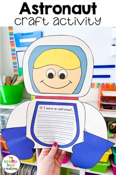 I cant wait to have my kids make this astronaut craft. It will make the cutest bulletin board and the templates are simple and easy to use. Fun Crafts For Kids, Craft Activities For Kids, Easy Crafts, Craft Ideas, Viria, Kindergarten Crafts, Preschool Crafts, Astronaut Craft, Astronomy Crafts