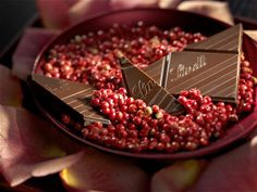 Balanced taste of sweet and tart as silky smooth dark chocolate is enhanced with tangy cranberries and the delicate crunch of almond slivers.