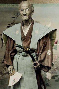Hand painted photos of the Edo period , his mon the aoi plant is of the Tokugawa family most likely a high ranking samurai Kai Japanese, Japanese Warrior, Japanese History, Japanese Culture, Geisha, Ronin Samurai, Samurai Armor, Albert Kahn, The Last Samurai