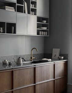 A dark oak kitchen with a locally produced limestone and a bespoke asymmetric shelf. Designed and custom made by us in our carpentry in Gothenburg.⠀ More inspiration, ideas and the latest kitchen design at Classic Kitchen, Farmhouse Style Kitchen, Modern Farmhouse Kitchens, Cool Kitchens, Wooden Kitchens, French Kitchen, Kitchen Modern, Skandi Kitchen, Farmhouse Sinks