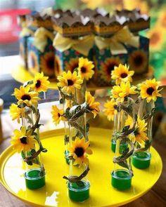 Sunflower Birthday Parties, Sunshine Birthday Parties, Sunflower Party, Sunflower Baby Showers, Sunflower Cakes, Fairy Birthday Party, Sunflower Room, How To Make Sunflower, Bee Party