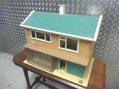 Vintage Triang DOLLS' HOUSE V - Suburbia Modernism - Original - VGC - 1960s   eBay Wooden Dollhouse, Dollhouse Furniture, Dollhouse Miniatures, Doll House Play, Vintage Numbers, House Roof, Vintage Dolls, Vintage Children, Full Body