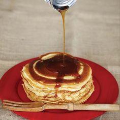 Crêpes fines - Cuisinez! - Télé-Québec Quebec, Pancakes, Breakfast, Comme, Food, Sweet Recipes, Cooking Recipes, Deviled Eggs, Greedy People