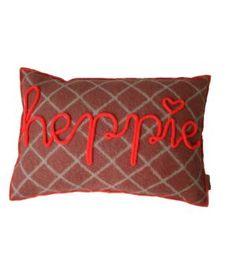 Kussen van retro wollen dekens met neon afgewerkt. Op de voorkant van het kussen met neon gepunnikte letters het woord HEPPIE. Ik maak ze ook op verzoek in andere kleuren, of met een ander woord erop. Dit kussen is gereserveerd, maar kan nog wel best...