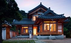 Asian Home Decor Easy to striking ideas Easy to smart notes to kick-start a surprisingly warm korean home decor small spaces . The Decor Tips imagined on this imaginative day 20190505 , Stlying Idea Reference 8340480356 Japanese Style House, Traditional Japanese House, Traditional Exterior, Japanese Homes, Japanese Architecture, Architecture Design, Sustainable Architecture, Residential Architecture, Pavilion Architecture