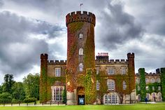 Swinton Park Castle is also a hotel living up to the grandeur of the castle. Time In England, England Uk, South Yorkshire, Yorkshire Dales, The Places Youll Go, Places To Visit, English Manor Houses, Beautiful Castles, Medieval Castle