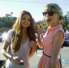 Selena Gomez Photos: Selena Gomez And Taylor Swift Give A Thumbs Up!
