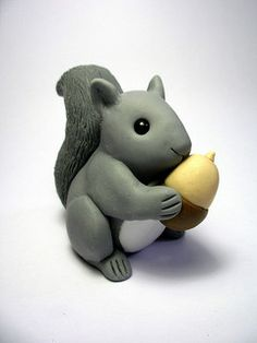 The wee creatures do seem to evolve - it's been a while since I made a Wee Squirrel, and now they have more defined legs and paws. Cute Polymer Clay, Polymer Clay Animals, Cute Clay, Polymer Clay Projects, Diy Clay, Clay Crafts, Squirrel Cake, Sugar Animal, Fairy Birthday Cake