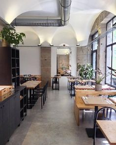 Restaurant Design, Cafe To Go, Deco France, Cafe Design, Interior Design, Lyon City, Decoration Restaurant, Bar A Vin, Restaurants